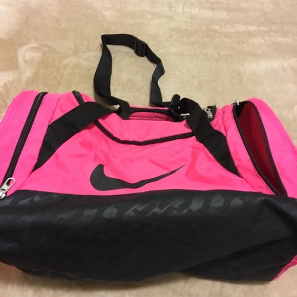 Nike Bags   Womens Brasilia 6 Small Duffel   Poshmark d0df8ee708